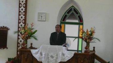 Cook Islander priest pray at CICC church — Stock Video