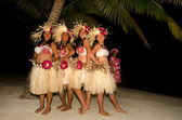 Young Polynesian Pacific Island Tahitian Woman Dancers — Stock Photo