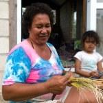 Cook Islanders family in Aitutaki Lagoon Cook Islands — Stock Photo #35219601