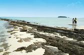 Mladý pár navštivte ostrovy laguny aitutaki — Stock fotografie