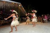 若いポリネシア太平洋島タヒチの女性ダンサー — ストック写真