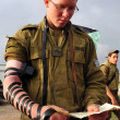 Israeli soldier pray — Stock Photo #37886365