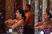 Los hombres maoríes cantan y bailar — Foto de Stock