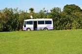 Camper van in green empty campground — Stockfoto