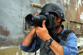 Photojournalist documenting war and conflict — Stock Photo