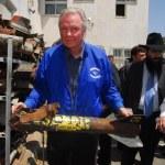 Постер, плакат: Academy Award winning actor Jonathan Voight visit to Sderot Isra