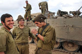 Israeli army soldiers resting during ceasefire — Stock Photo