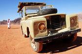 Land Rover jeep journey in Wadi Rum, Jordan — Stock Photo