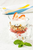 Strawberry pieces with cereals and yogurt — Stock Photo