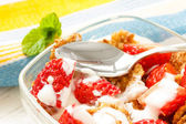 Strawberry pieces with cereals and yogurt — Стоковое фото