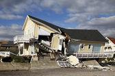 Détruit la maison de plage à la suite de l'ouragan de sable à far rockaway, new york — Photo