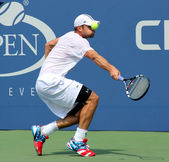 Grand Slam champion Andy Roddick practices for US Open at Louis Armstrong Stadium at Billie Jean King National Tennis Center — Stock Photo