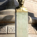 ������, ������: Gustave Eiffel monument located under Eiffel Tower