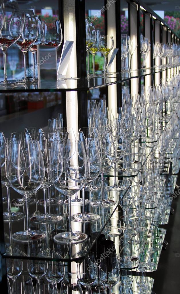Copas de vino en exhibici n en el showroom de la f brica for Fabrica de copas