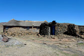 Traditional style of housing in Lesotho — Stock Photo
