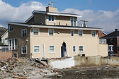 Rebuilding continues in devastated area four months after Hurricane Sandy on February, 28, 2013 in Far Rockaway, NY — Stock Photo