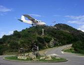 Risky plane landing at St Barth airport, French West Indies, Caribbean — Stock Photo