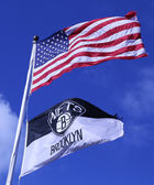 Brooklyn Nets and American flags flying in front of Barclays center — Stock Photo