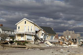 Strandhuis vernietigd in de nasleep van orkaan zandstrand in far rockaway, ny — Stockfoto
