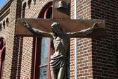 Bronzová socha ježíše krista ukřižovaného — Stock fotografie