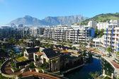Tek ve sadece otel ve cape town, güney afrika masa dağı manzarası — Stok fotoğraf