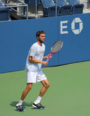 Professional tennis player Gilles Simon practices for US Open at Louis Armstrong Stadium at Billie Jean King National Tennis Center — Stock Photo