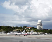 Private jets and traffic control tower in Princess Juliana Airport , St. Maarten — Stock Photo