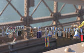 Love locks at the Brooklyn Bridge in Brooklyn, New York — Stock Photo