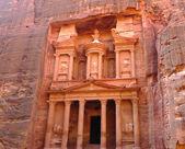 古代财政部在佩特拉,约旦 — 图库照片