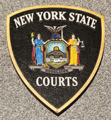 New York State Courts emblem on fallen officers memorial in Brooklyn, NY. — Stock Photo