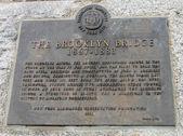 The Brooklyn Bridge designated landmark sign — Stock Photo