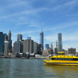 New York City Water Taxi with NYC skyline seen from Brooklyn Bridge Park — Stock Photo