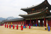 The ceremony changing of the guards at the Gyeongbokgung Palace complex in Seoul, Korea — 图库照片