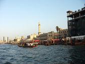 Abra boats crossing Dubai creek between Bur Dubai and Deira — Stock Photo