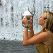 US Open 2006 champion Maria Sharapova holds US Open trophy after her win the ladies singles final — Stock Photo