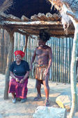 Zulu warrior with his wife in Shakaland Zulu Village, South Africa — Stock Photo