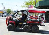 FDNY EMS Rescue vehicle in Brooklyn, NY — Stock Photo