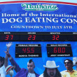 The Nathan's hot dog eating contest countdown clock — Stock Photo