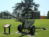 3-inch anti-tank gun M5 at Fort Hamilton US Army base in Brooklyn — Stock Photo