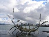 Solfar eller sun voyager skulptur i reykjavik, island — Stockfoto