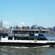 Foto de Stock  : East River ferry boat rides in Midtown Manhattan