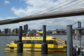 New York City Water Taxi at Fulton Ferry Landing — Stock Photo