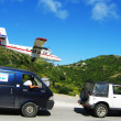 Risky plane landing at St Barts airport — Stock Photo