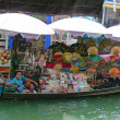 local vendor selling goods at damnoen saduak floating market near bangkok in thailand — Stock Photo