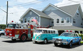 Fire truck, 1966 Volkswagen Bus Vanagon and old NYPD Plymouth police car on display — Stock Photo