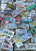 Old car license plates on the wall — Stock fotografie