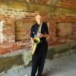 Saxophone player performing under Central Park bridge in Manhattan — Foto de Stock