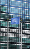 United Nations Flag in front of UN Headquarter in New York — Stock Photo