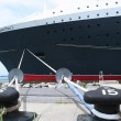 Queen mary 2 cruiseschip aangemeerd bij brooklyn cruise terminal — Stockfoto