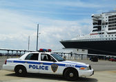 Port Authority Police New York New Jersey providing security for Queen Mary 2 cruise ship — Stock Photo